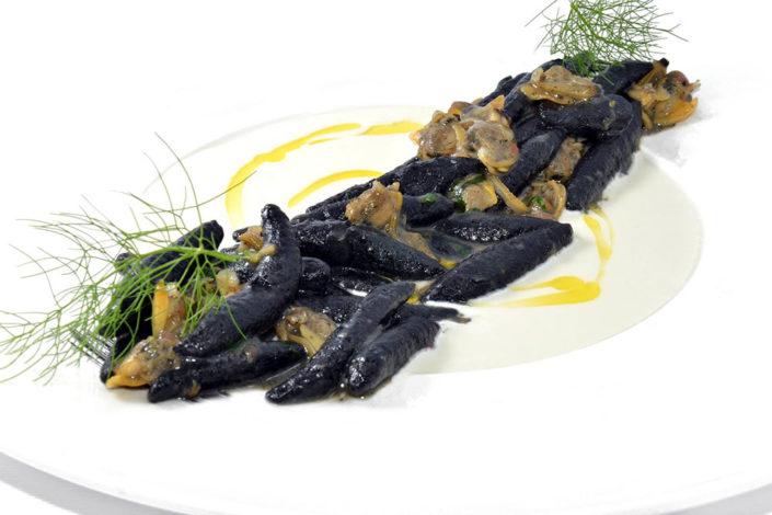 Gnocchi al nero di seppia. Primo Piatto del menù del Ristorante Rosa Croce di Parma